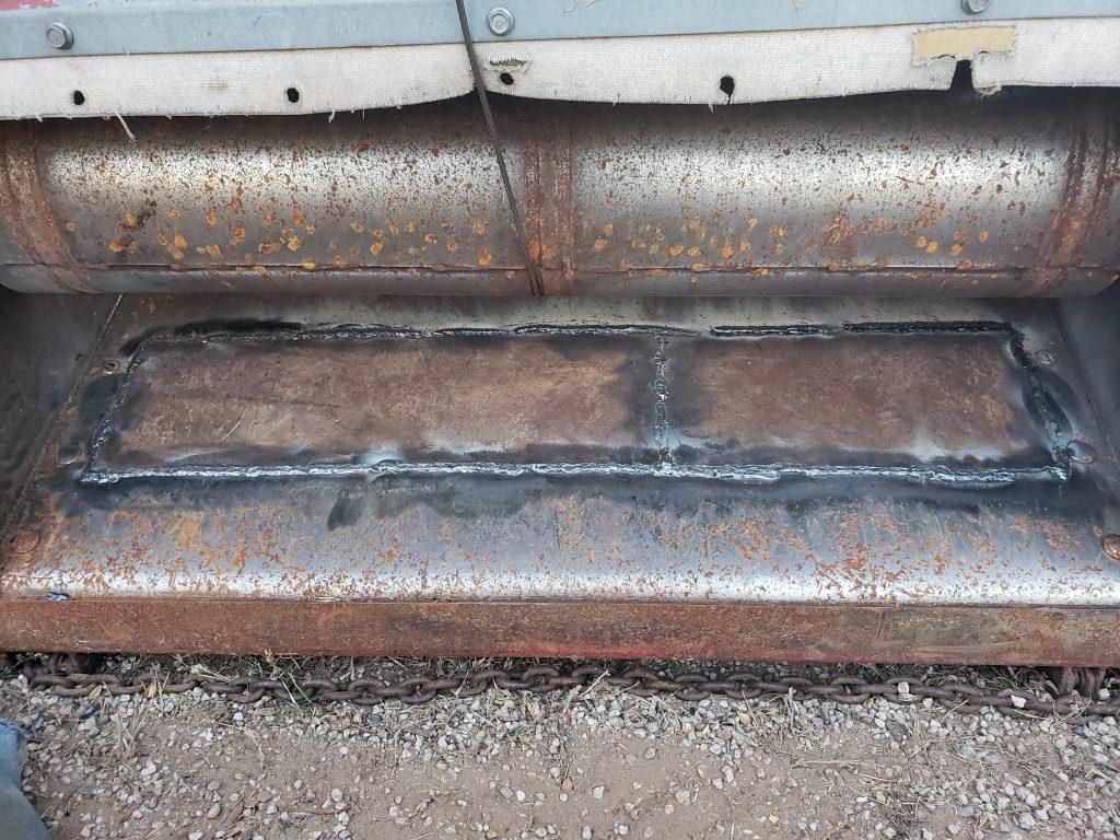 Welding plate in combine feederhouse floor